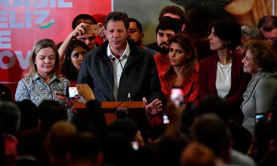 哈达德在7日失利当晚召开新闻发布会,宣布不会放弃(图片来源:卫报)