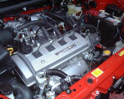 夏利2000采用16V EFI丰田发动机(立夏/摄)-夏利2000世纪广场 揭开图片