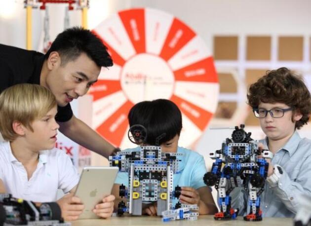 出海记|海外媒体:中国AI机器人改变日本教育未来