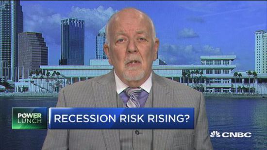 资深银行分析师Dick Bove预测,到明年年底,美国经济衰退的可能性为60%。