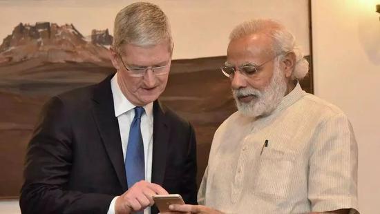 2016年,库克与印度总理莫迪. 图片来自:印度新闻信息局