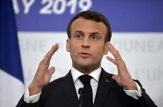 法国总统马克龙计划推出相关法律,要求社交媒体公司对用户在其旗下平台上发布的仇恨言论加以审查。图片来源:ANDREEA ALEXANDRU/ASSOCIATED PRESS