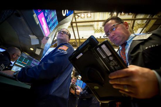 午盘:美股大跌道指一度下挫430点 科技股领跌
