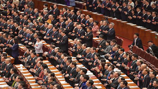 2019年3月8日,北京,十三届全国人大二次会议听取全国人大常委会副委员长王晨关于外商投资法草案的说明。图片来源:视觉中国