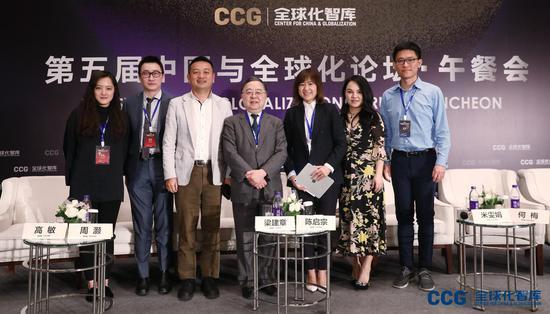 外联集团董事长兼总裁,CCG副主席何梅(右二)