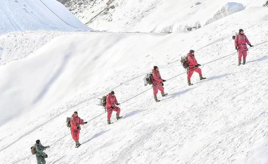 《攀登者》|使命感推着人前进