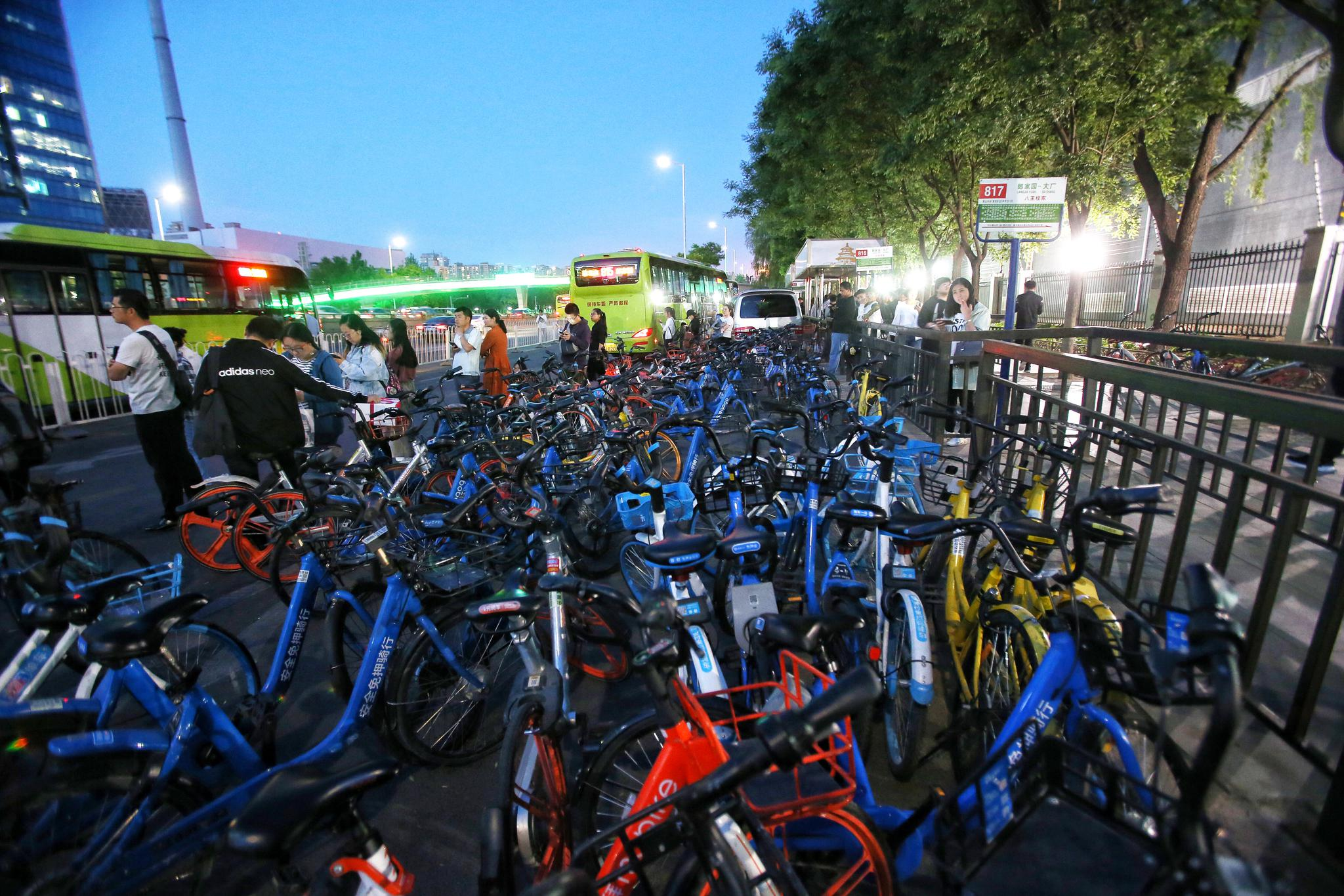 北京同享单车监管难题仍存:乱停放无人管理沦为废物