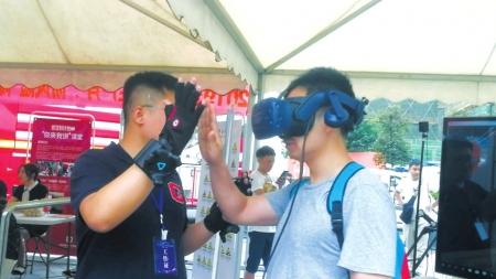 """机器人帮忙灭火 VR带你""""下矿"""""""