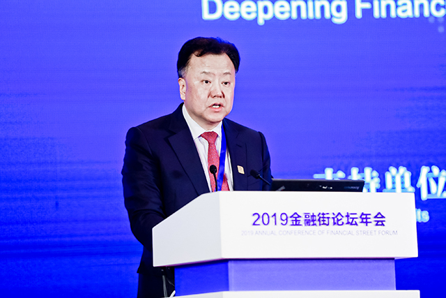 阎庆民:目前正在统筹推进新三板和其他板块的改革