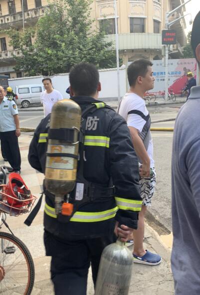合肥家产大学_武汉江汉饭店失火,明火已扑灭,暂无人员伤亡