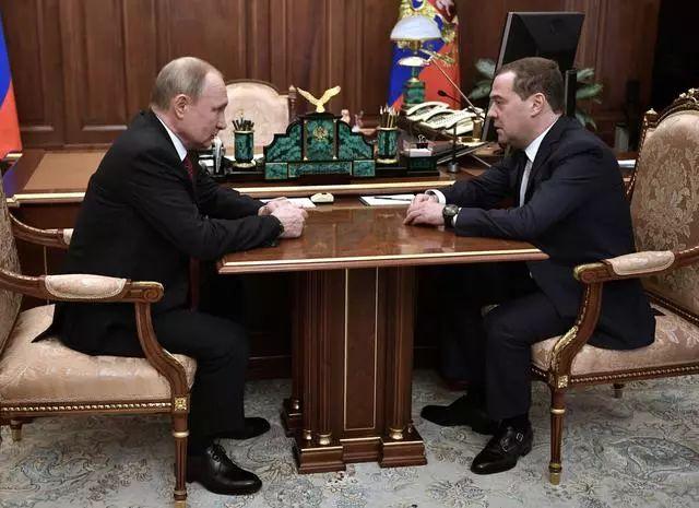 伸博代理网:重磅突发!俄罗斯政坛触动,政府扫数辞职!普京在打什么牌?卢布慢跌400点,股市也有反馈,究竟发作了什么?