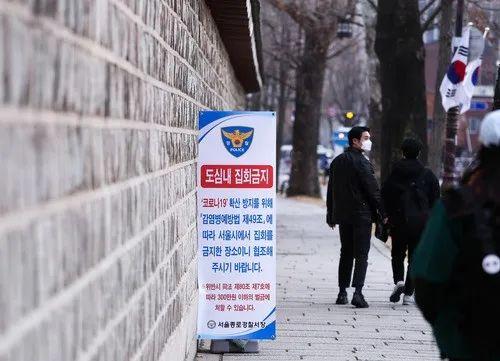 单日新增最多!韩国推迟连系军演 下调经济增长预期