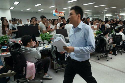 """黄峥卸任拼多多CEO,还""""放弃""""了1000亿个人财富"""