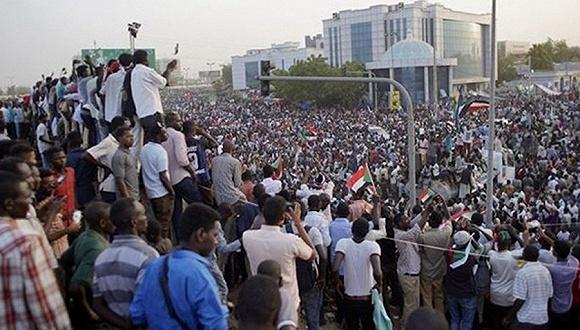 防长下台、大使被炒,苏丹军事委员会称准备好建民选政府