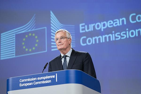 脱欧协议草案获英内阁批准 还须闯
