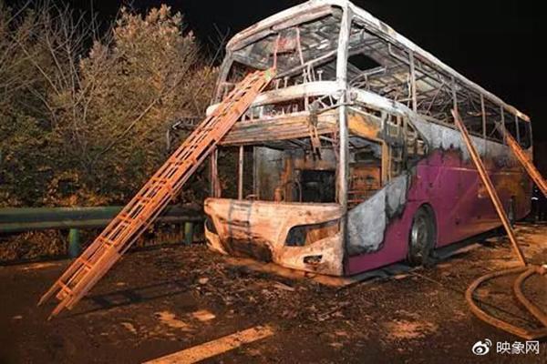 郑州旅游大巴在湖南起火26人死亡,河南副省长前往处置事故