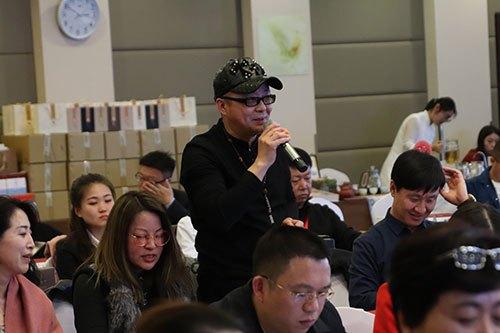 收藏家薄维谈在银河金融总裁班学习小米企业文