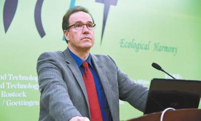 图为米歇尔·莱勒斯在第六届环境技术及知识转化国际会议上发言。</p><p>资料图片