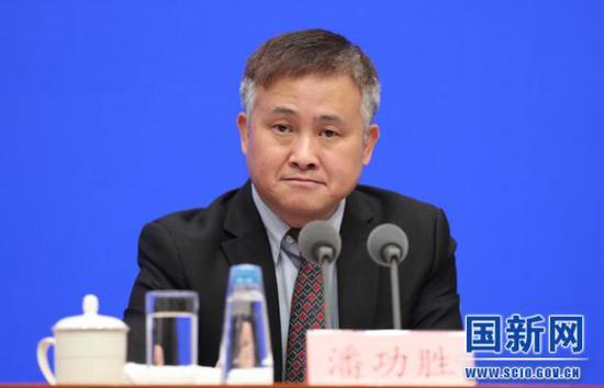 央行副行长潘功胜:探索扩大海南居民个人用汇自主权,外汇开户送金