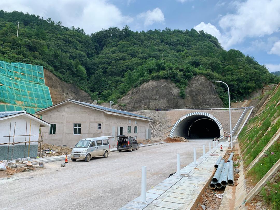 贵州违法用地项目逼停合法矿产 近5000万赔偿遥无期