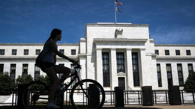 美联储决策者认同年内按兵不动 投行认为或降息三次+期货怎么炒才能赚大钱