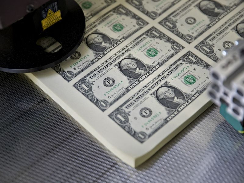 经济学家彼得·希夫:美元持续疲软并非美国的胜利_抄外汇