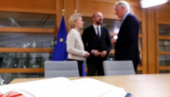 1月24日,欧盟委员会主席和欧洲理事会主席共同签署脱欧协议。来源:推特
