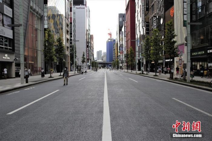 疫情形势趋缓 日本东京决定下调疫情警戒级别至3级+今日新闻联播