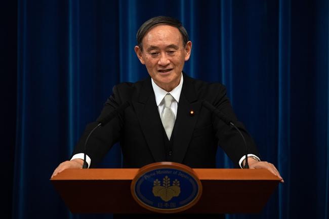 菅义伟当选日本第99任首相后,日本未来发展何去何从备受关注。图为9月16日,菅义伟在日本东京首相官邸召开记者会 新华社图