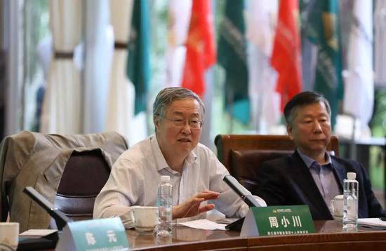 周小川在第三届中国金融四十人伊春论坛主论坛上发表演讲