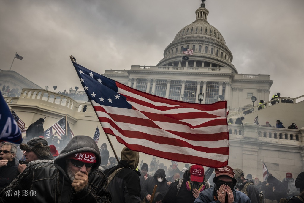 1月6日 抗议者冲击美国国会现场 图片来源:澎湃影像