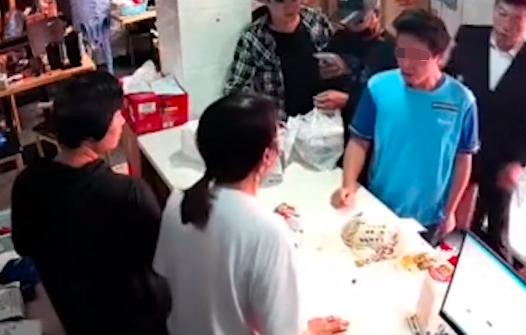 外卖员等餐崩溃砸东西遭殴打引发网友热议 后续