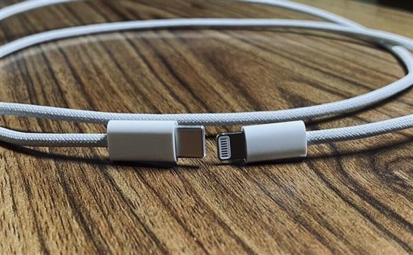 iPhone 12延续闪电接口:标配编织款数据线曝光