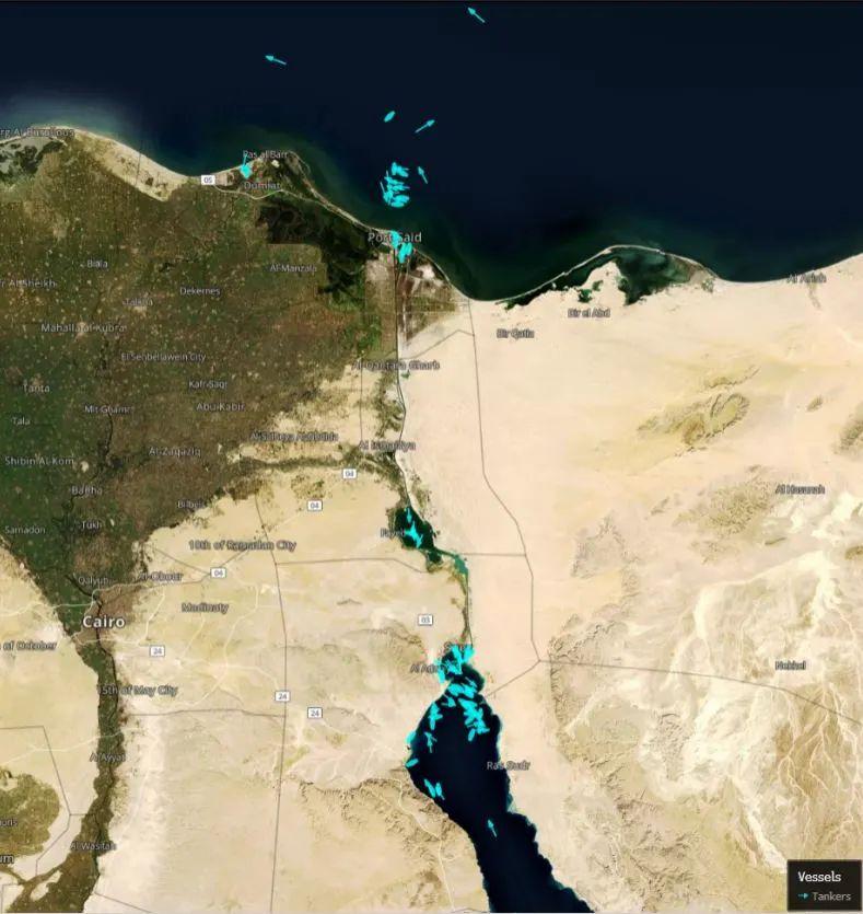 因巨型集装箱轮搁浅 全世界最繁忙水道之一苏伊士运河双向受阻