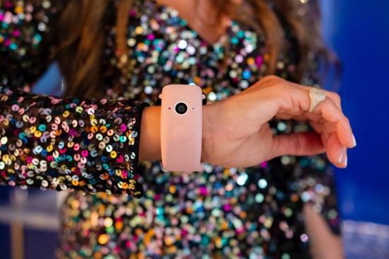 给Apple Watch加上两个摄像头 Wristcam表带发布