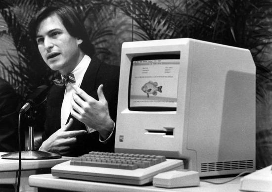 1984年1月24日第一部麦金塔电脑发布|视觉中国