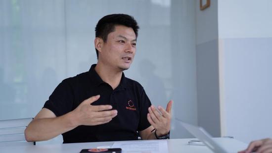 快的新出租总经理石东海接受《中国新闻周刊》采访
