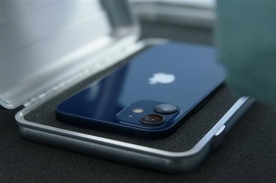 小米海外账号暗讽iPhone 12:不带充电器的手机是一场噩梦