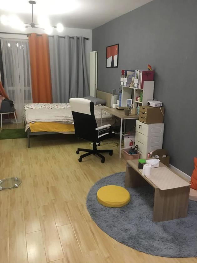 月租金4600元的卧室。