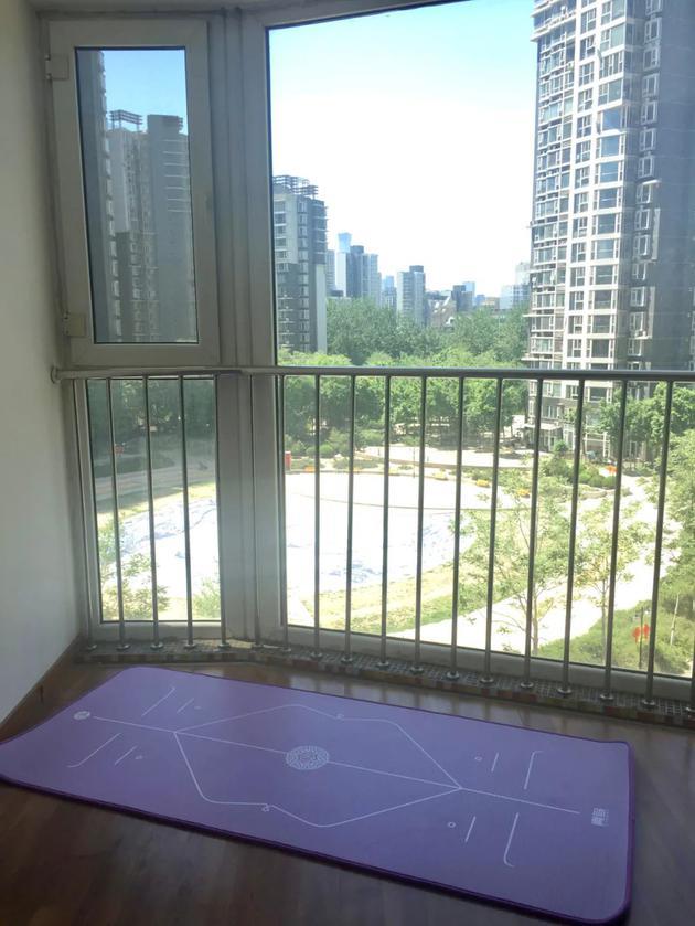 东五环卧室的阳台。